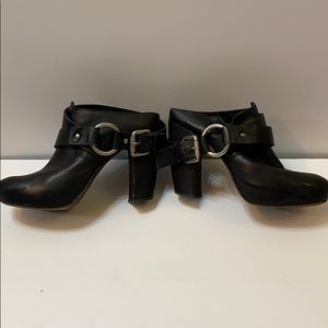 Vera wang vintage chunky leather clogs